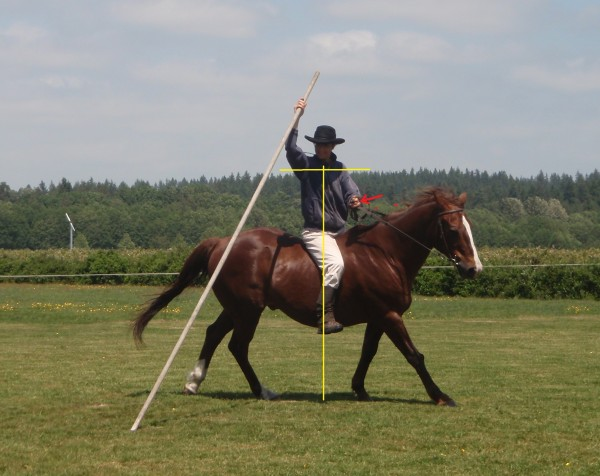 Your own balance must be perfect - shoulders horizontal and seat directly over the horse's spine. Ihre eigne Balance muß perfekt sein - Schultern horizontal und Sitz direkt über des Pferdes Wirbelsäule.